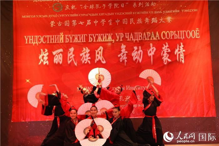 一等奖《纸扇书生》(蒙古国立大学孔子学院 供图)